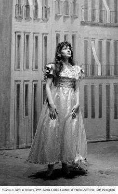 3-Il turco in Italia di Rossini, 1955, Maria Callas. Costumi di Zeffirelli. Foto Piccagliani