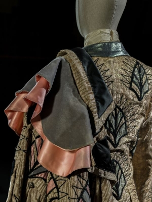 7-Lo schiaccianoci_particolare_3 di Cajkovskij, 1969. Costume di Georgiadis per Drosselmeyer - Il principe (Nureyev). Foto Francesco M. Colombo