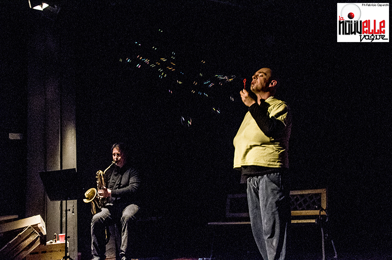 Un uomo in bilico - Foto di F.Caperchi e L.Palumbo