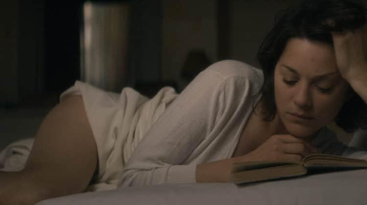 Marion Cotillard in Mal di Pietre